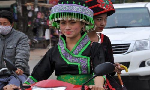 Zdjecie LAOS / północny Laos / Louangphrabang / Widziane z tuk tuka