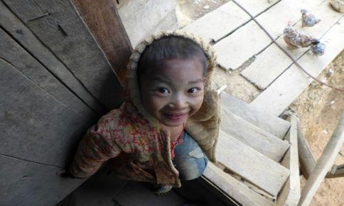Zdjecie LAOS / Phongsaly Province / Wioska Akha / dzieci w wioskach Akha