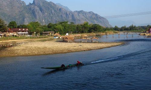 Zdjęcie LAOS / Laos północny / Vang Vieng / poranek na rzece Song