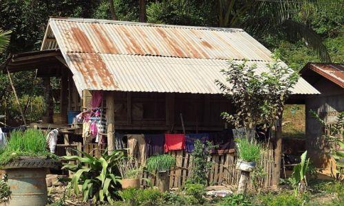 Zdjęcie LAOS / Laos północny / trasa Vientiane - Vang Vieng / wiejska architektura