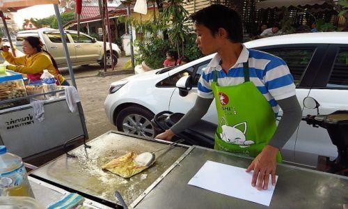 LAOS / Laos północny / Vientiane / sprzedawca naleśników
