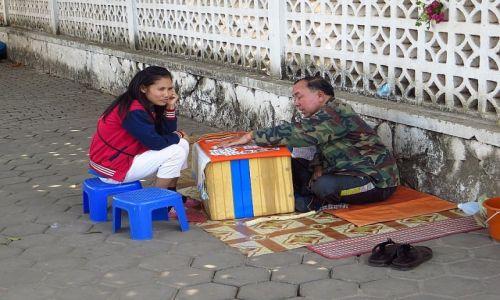 Zdjecie LAOS / Laos północny / Vientiane / uliczny wróżbita