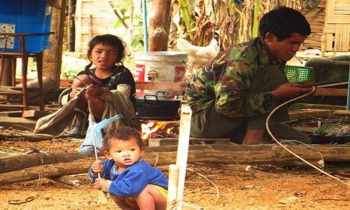Zdjęcie LAOS / Laos północny / wioska Ban Hat Sao / domowe zajęcia