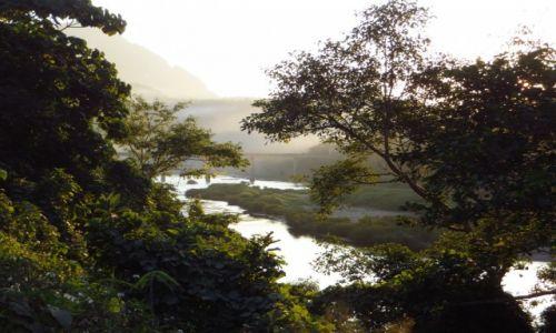 Zdjecie LAOS / Laos północny / Nong Khiaw / spacer brzegiem rzeki Ou