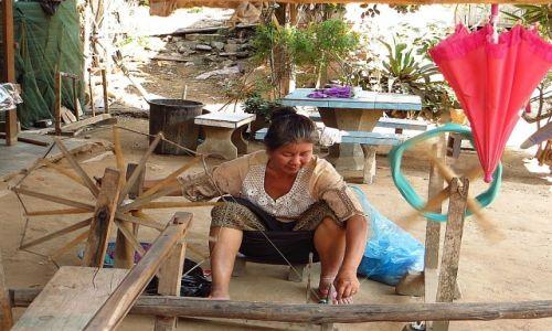 Zdjęcie LAOS / Laos północny / Luang Prabang - groty Pak Ou / domowe zajęcia