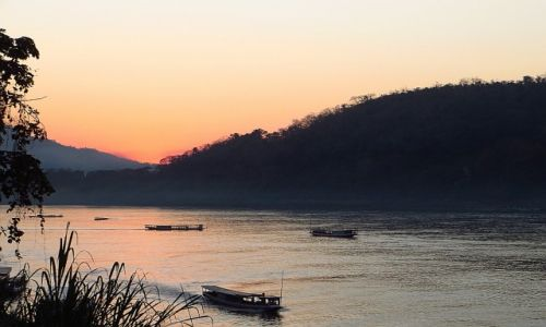 Zdjęcie LAOS / Laos północny / Luang Prabang / zachód słońca nad Mekongiem