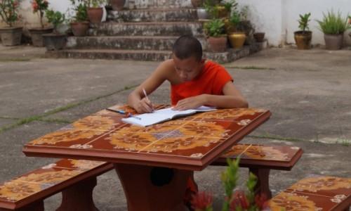 Zdjęcie LAOS / Louangphrabang / Louangphrabang / Pilny uczeń