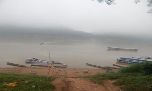 Zdjecie LAOS / Luang Prabang / Mekong  / Mekong we mgle