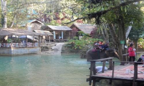 Zdjecie LAOS / Luang prabang / Wodospad / Na słoniu przez