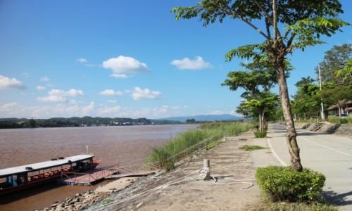 Zdjecie LAOS / Laos / Golden Triangle / 1 zdjęcie, 3 kraje. Zdjęcie zrobione w Laosie, w głębi Birma, a po lewej stronie Tajlandia