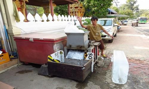 Zdjecie LAOS / Laos północny / Vientiane / kruszenie lodu