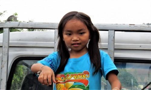 LAOS / - / Luangprabang / Można bawić się na samochodzie