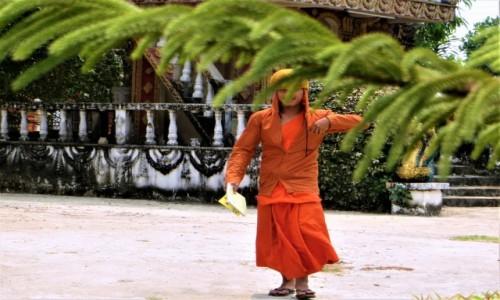 Zdjecie LAOS / prowincja Wientian / okolice  Vang Vien / Podglądanie mnichów