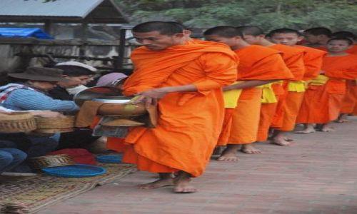 Zdjecie LAOS / brak / Luang Prabang / Parada mnichów