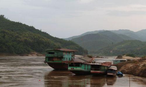 Zdjęcie LAOS / brak / Louangphrabang / w porcie