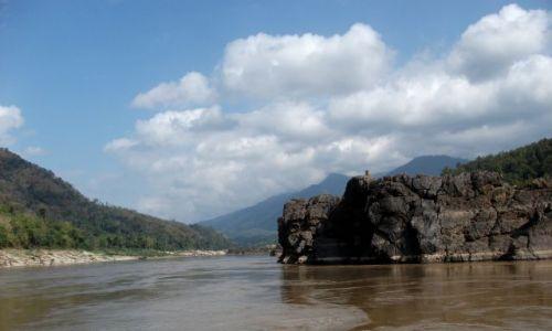 LAOS / rzeka Mekong / gdzieś pomiędzy Huai Xai a Luang Prabang / ...