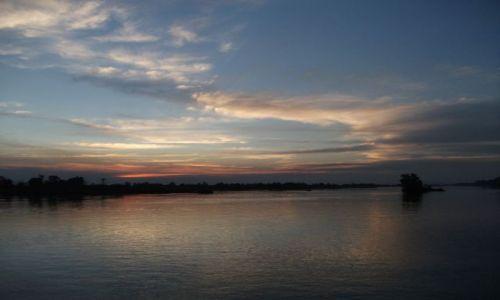 LAOS / Si Pa Don... kraina 4000 wysp... rzeka Mekong.... / rzeka Mekong / ... wieczorna czisza ...