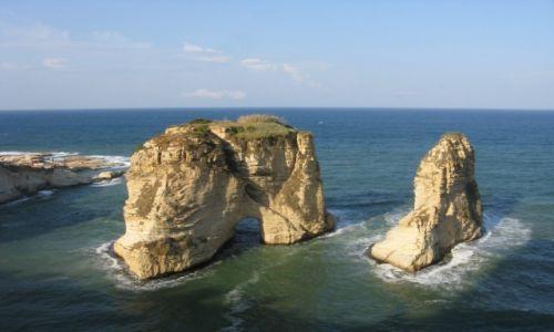 Zdjecie LIBAN / - / Bejrut / Symbol Bejrutu -gołębie skały