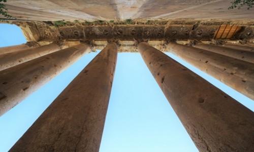 Zdjęcie LIBAN / Dolina Bekaa / Baalbek, ruiny hellenistycznego miasta / Patrząc w górę