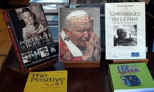 Zdjecie LIBAN / Bejrut / Byblos / Na półce z książkami