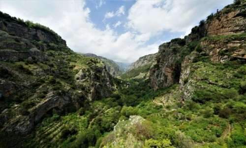 LIBAN / Bszari / . / Dolina Świętej rzeki