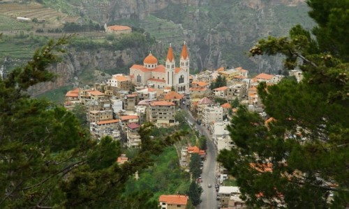 Zdjecie LIBAN / Dolina Kadisza  / Bsharre / Widok na Bsharre