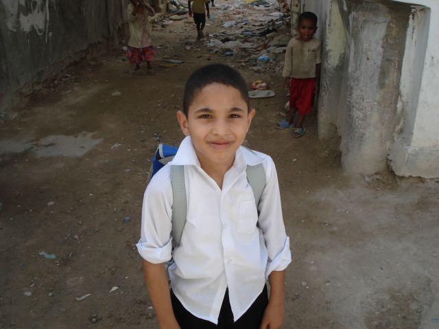 Zdjęcia: przed domem, tripolis, uczeń, LIBIA