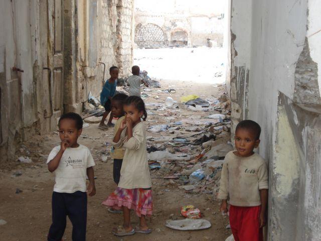 Zdjęcia: okolice placu zielonego, dzieci, LIBIA