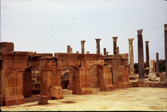 Zdj�cia: Laptis Magna, trypolitania, kolumny we forum, LIBIA