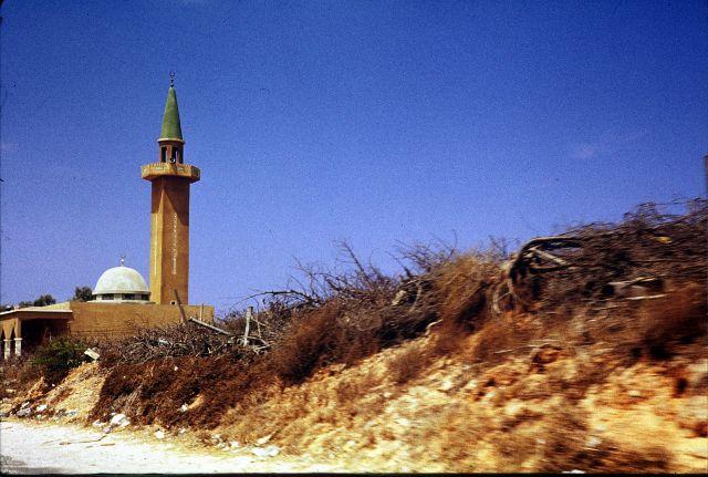 Zdjęcia: okolice Trypolisu, trypolitania, przydrożny meczet, LIBIA