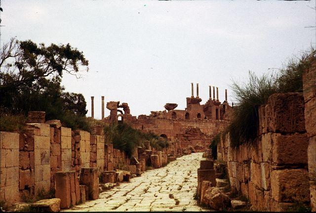 Zdjęcia: Sabratha, trypolitania, aleją do teatru, LIBIA