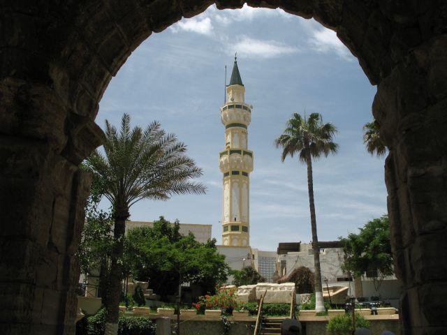 Zdjęcia: centrum Tripolisu, Tripolis, meczet w antycznym łuku, LIBIA
