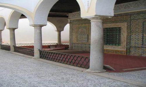 Zdjecie LIBIA / Trypolitania / Trypolis / Dziedziniec meczetu