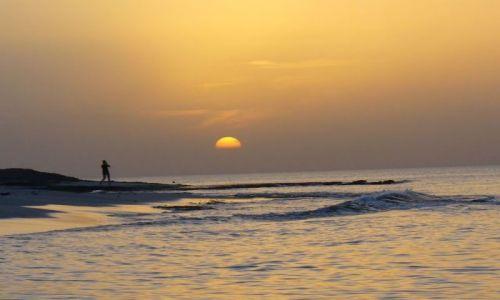 LIBIA / nad zatoką / jakaś nadmorska miejscowość / wieczór