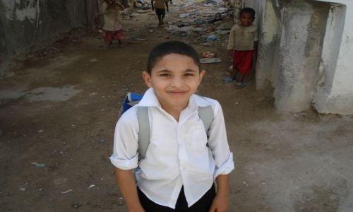 Zdjęcie LIBIA / tripolis / przed domem / uczeń