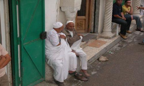 Zdjęcie LIBIA / brak / Odpoczynek w okolicach Placu Zielonego, Trypolis / Siesta