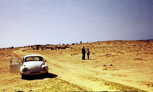 Zdjęcie LIBIA / trypolitania / w drodze na pustynie / garbus dojedzie wszędzie