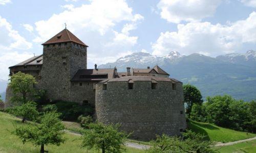 LIECHTENSTEIN / Vaduz  / Vaduz  / Zamek w Vaduz