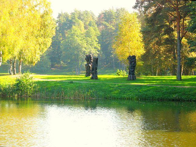 Zdj�cia: Druskienniki, Nad jeziorem wczesn� jesieni�, LITWA