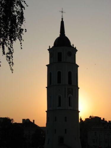 Zdjęcia: Wilno, Plac Katedralny skąpany w promieniach zachodzącego słońca, LITWA