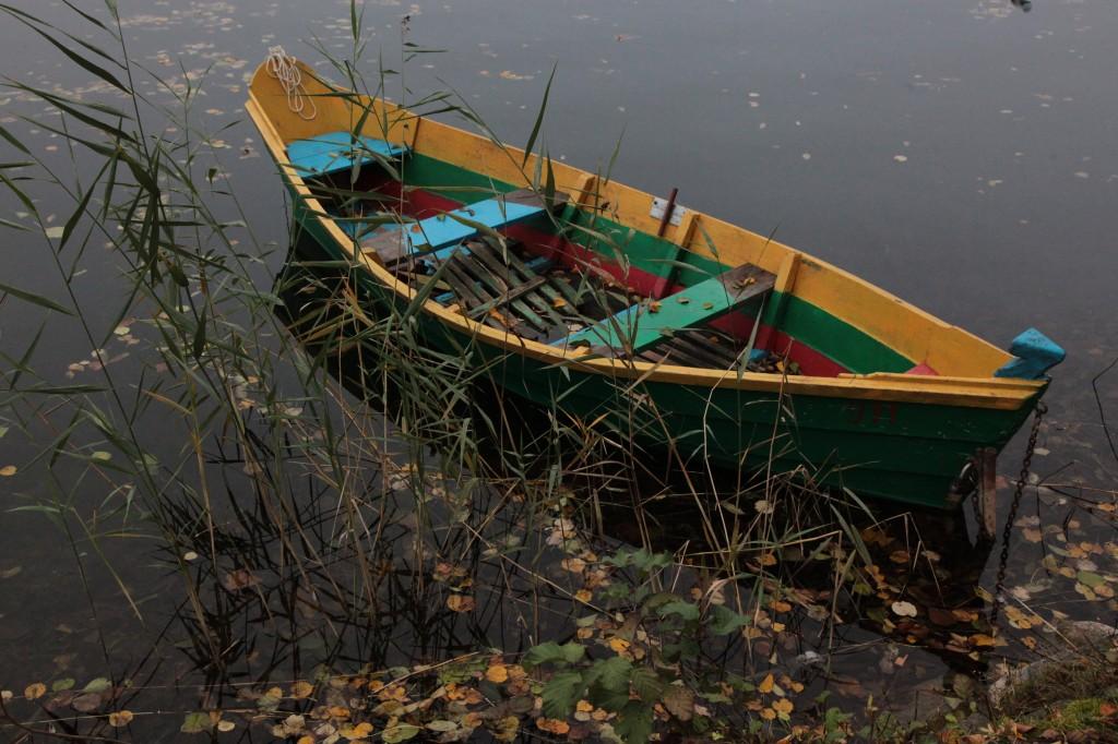 Zdjęcia: Troki (Trakai),  jezioro Galvė, Wilno, Zapomniana łódka, LITWA
