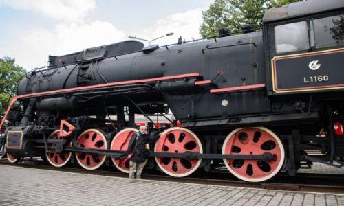 Zdjecie LITWA / - / Kłajpeda / Stoi na dworcu lokomotywa ....