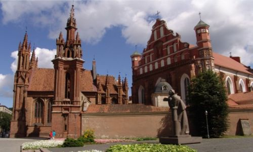 Zdjecie LITWA / Wilno / Przed kościołami Św. Anny i Bernardynów / Pomnik Adama Mickiewicza w Wilnie