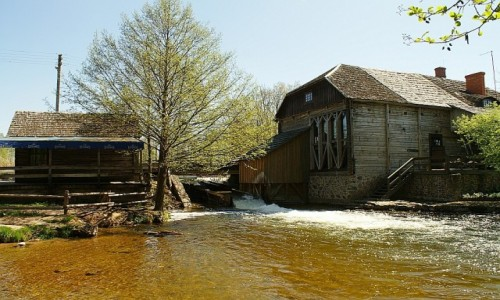 Zdjęcie LITWA / Auksztocki Park Narodowy / Ginuciai / młyn wodny