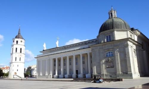 Zdjęcie LITWA / Wilno / Wilno / Bazylika i dzwonnica