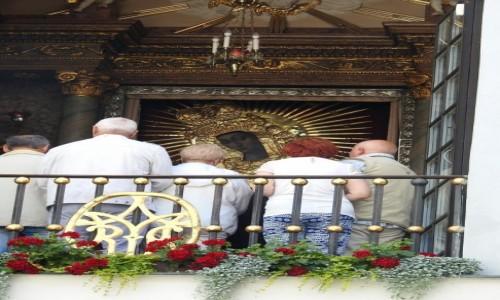 Zdjęcie LITWA / Wilno / Wilno / Modlitwa przed obrazem MBO