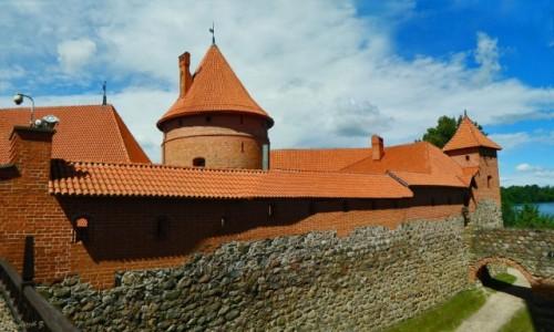 Zdjecie LITWA / Pojezierze wileńskie. / Jezioro Galwe. / Na dziedzińcu zamku Troki.