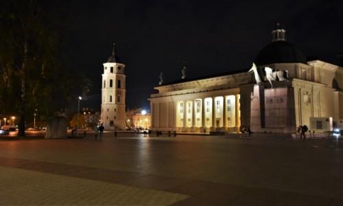 Zdjęcie LITWA / Pojezierze Wileńskie / Wilno / Wilno, katedra, dzwonnica
