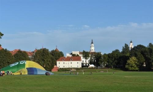 Zdjecie LITWA / Nizina Środkowolitewska / Kowno / Kowno z balonami w tle