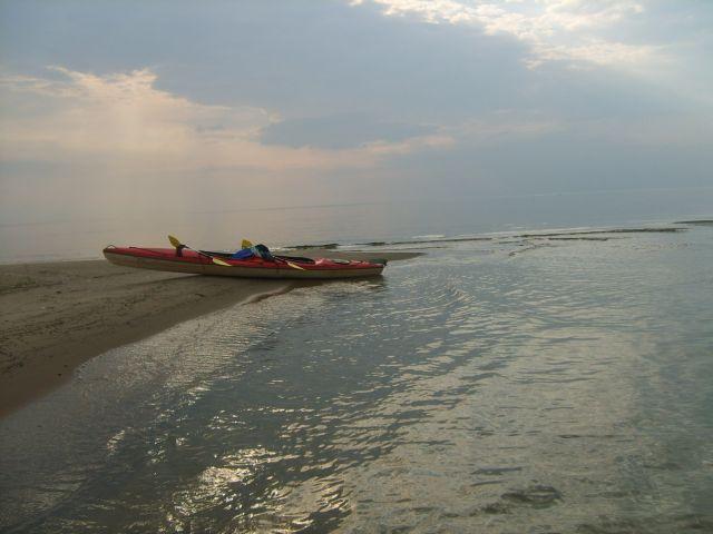 Zdj�cia: Zatoka Ryska, Wybrze�e Ba�tyku, Koniec balu...Zatoka Ryska, �OTWA